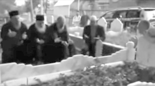 Ελπιδοφόρος Σωτηριάδης – Νεαπόλεως Βαρνάβας. Κάποιος απ' τους δυο ΔΕΝ ΞΕΡΕΙ ΤΙ ΛΕΕΙ.