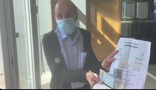 Ισραήλ: Είσοδος σε εμπορικά κέντρα με ταυτότητα, πιστοποιητικό εμβολιασμού και μάσκα. Τους βάζουν αυτοκόλλητο στο μπράτσο.